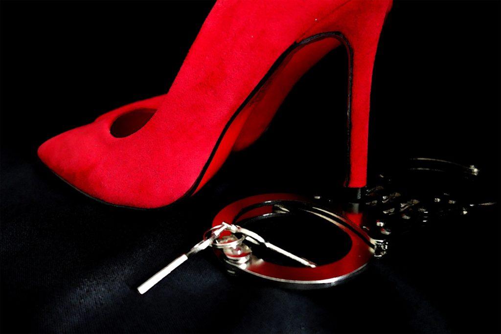 Buty dominy - symbol prawdziwej dominacji